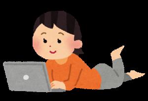 パソコンをしてる女性